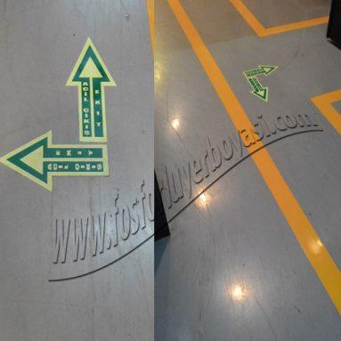 laminasyon kaplamalı çift yönü gösteren zemine yapışan fosforlu yer okları
