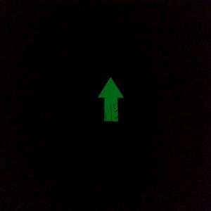 fosforlu yerboyası karanlıkta parlayan ok