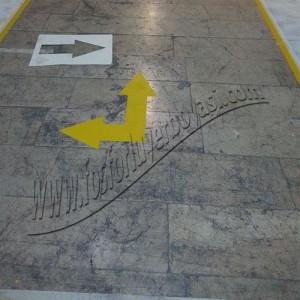 Dolgulu yer çizgileri sarı yön okları