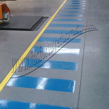 mavi renk yer çizgileri ile yaya kaldırımı yapılışı ve uygulamaları