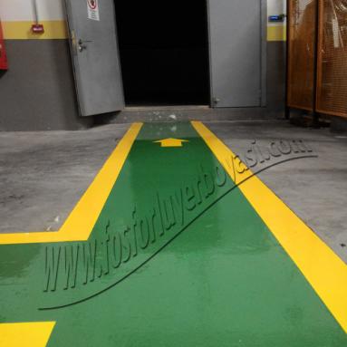 yeşil ve sarı renklerde oluşan yaya yolu çalışması hakkında bilgi
