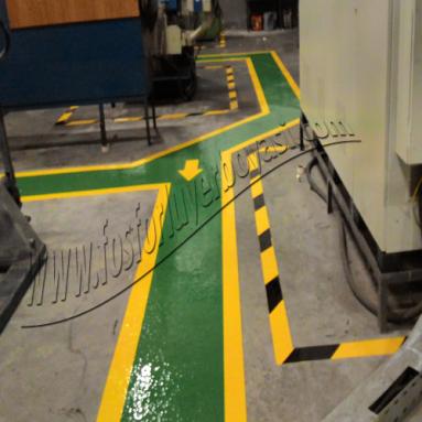 yeşil dolgulu yaya yolu
