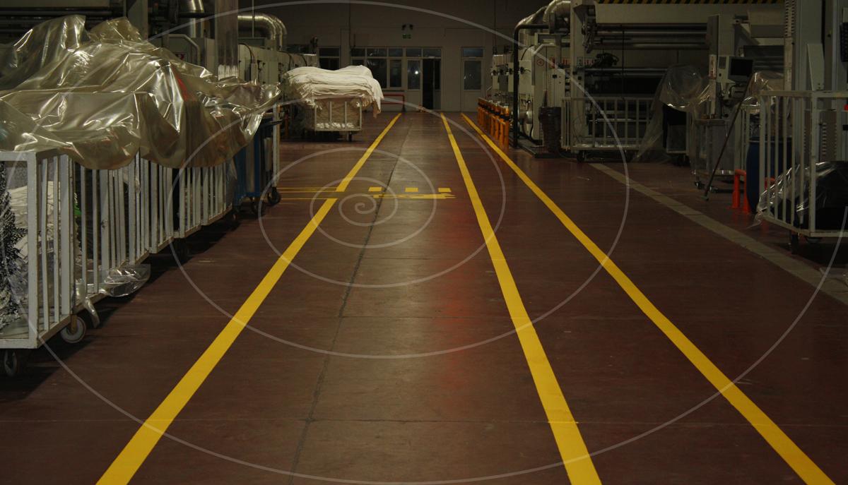 fosforlu yer boyasi sari fabrika forklift yaya yolu